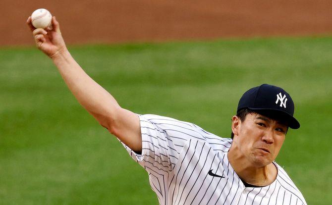 8月1日、アメリカ・ニューヨーク州ブロンクスで行われたMLBボストン・レッドソックス対ニューヨーク・ヤンキースの試合。ヤンキース田中将大投手が被っている野球帽の右腕側外部にはプロテクターが入っている