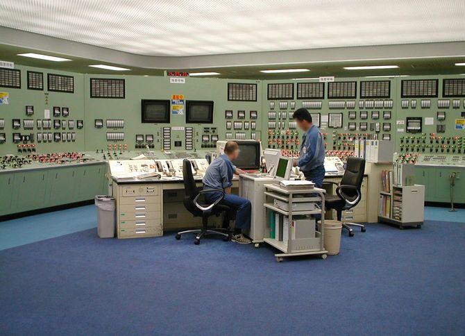 福島第一原子力発電所の中央制御室(1999年6月23日)。