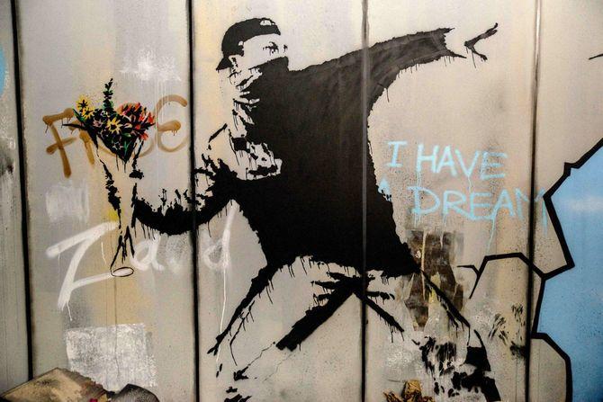 フランス・パリのエスパス・ラファイエット・ドゥルーで開催されたバンクシーの展覧会「The World Of Banksy」より(2019年6月18日)