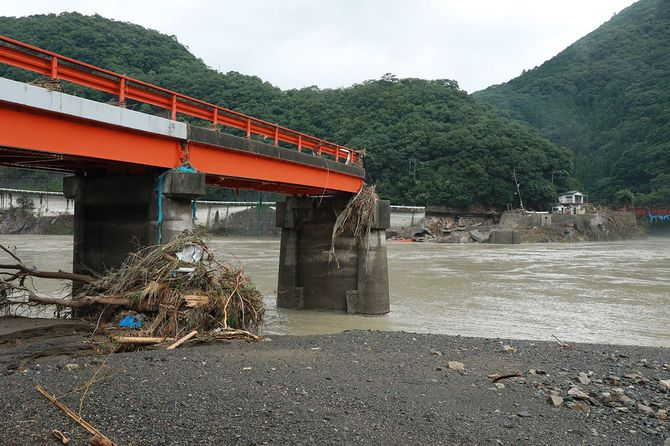 大雨/大雨で流された橋