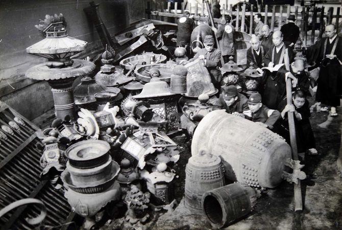 戦時中、金属供出のターゲットにされた寺院の仏具