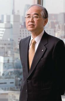 <strong>味の素 山口範雄社長</strong>●1943年生まれ。67年東京大学文学部卒業。同年味の素に入社。以来、人事部、食品部、冷凍食品部、調味料部などを経て、97年取締役、2000年味の素冷凍食品副社長。味の素常務、専務を経て05年より現職。