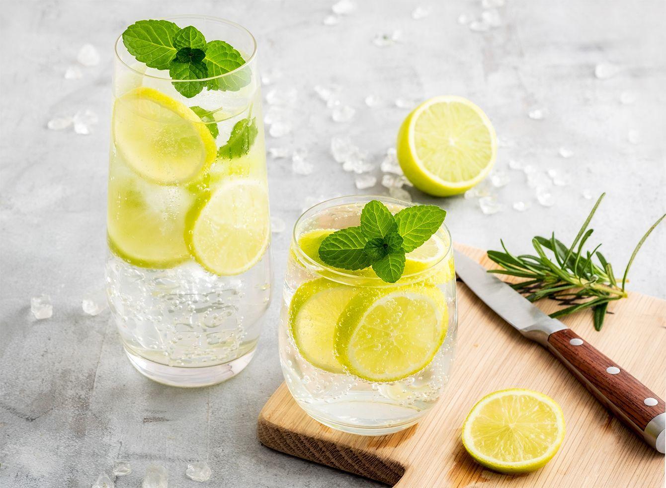 家飲みの新定番「レモンサワー用の割り材」が人気上昇中のワケ 甘さ離れと健康志向がトレンドに