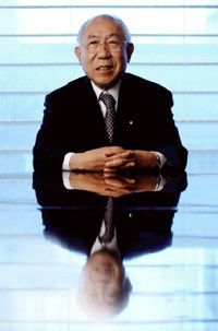 <strong>福原義春</strong>●資生堂名誉会長。1931年、東京都生まれ。53年、資生堂入社。87年、社長就任後は、経営改革、社員の意識改革に着手する。2001年より現職。現在は東京都写真美術館長、企業メセナ協議会会長、文字・活字文化推進機構会長、全日本蘭協会名誉会長などの公職に就く。著書は『ぼくの複線人生』『猫と小石とディアギレフ』ほか多数。