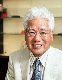 <strong>平本 清 メガネ21相談役</strong>●1950年、広島県生まれ。68年、広島電機高校(現広島国際学院高校)卒業。同年、広島県内の大手メガネチェーンに入社。79年商品部長。86年、同社を解雇。同年、同僚4人とメガネ21設立。120超の店舗をチェーン展開。2010年より現職。