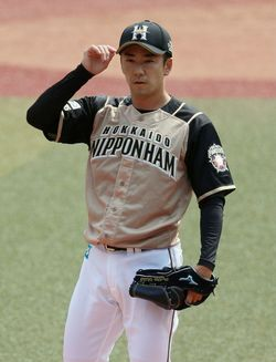 ロッテ—日本ハム。4回、登板した日本ハムの斎藤佑樹投手=2020年6月4日、千葉・ZOZOマリンスタジアム