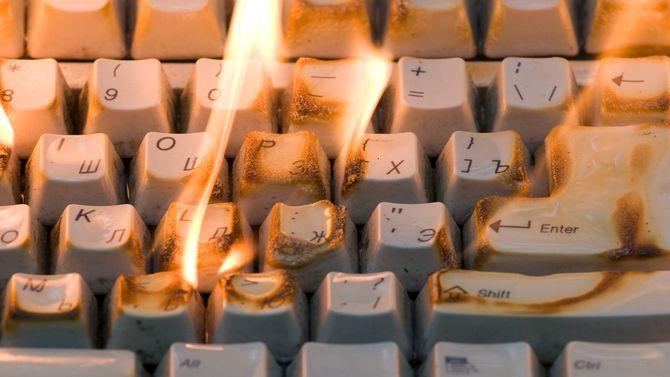 炎上するキーボード