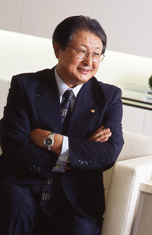 <strong>リコー 近藤史朗社長<br></strong>1949年、新潟県生まれ。柏崎高校、新潟大学工学部卒後、リコー入社。2000年執行役員、02年上席執行役員、03年常務取締役、04年MFP事業本部長、05年取締役専務執行役員を経て、07年より代表取締役社長執行役員。