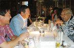 2008年、ニトリアメリカセミナーにて(写真右より渥美俊一氏、似鳥昭雄社長)。
