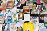 イベントで野外に広げられた数々のzine。既存の書籍流通に縛られない新鮮な個性に溢れる。