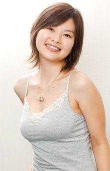 <strong>吉野紗香</strong>●1982年、東京都生まれ。95年、「幻の光」で女優デビュー。その後ドラマ、CMなどで活躍し、チャイドルブームの火付け役となる。現在は、ドラマ、映画、舞台など幅広く活躍中。公式ブログ http://ameblo.jp/sayakayoshino/