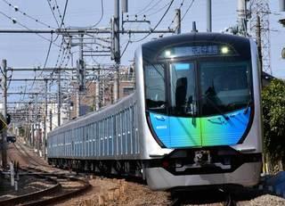 「座れる通勤列車」が週末に変身する理由