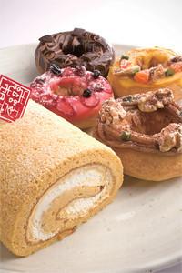 おしゃれなNeynのドーナツ各種と和楽紅屋の七尾鳥居醤油ロール。