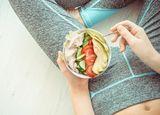 コンビニの「サラダチキン」を食べるバカ
