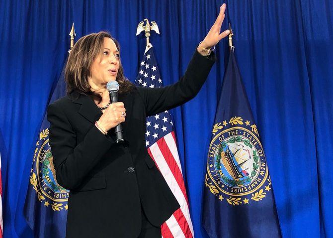 予備選中にニューハンプシャー州でスピーチするカマラ・ハリス