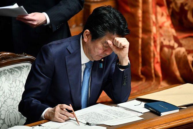 参院本会議に出席した安倍晋三首相=2020年3月6日撮影