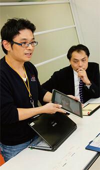 (右)宮腰俊男。1986年早稲田大学政治経済学部卒業。2006年アミューズ入社、07年執行役員。(左)大野貴広。95年日本大学法学部卒業、アミューズ入社。2003年コンテンツ事業室長、09年第2CS事業部次長。