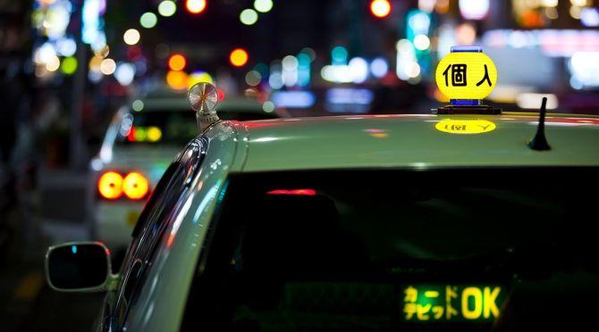 夜、東京のタクシー