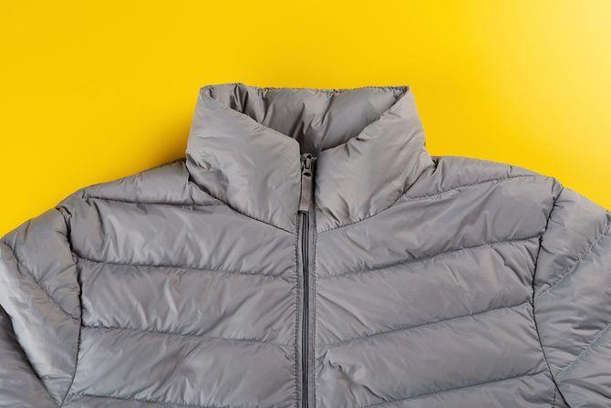 黄色の背景にジャケット