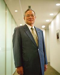 <strong>キヤノンMJ 村瀬治男社長</strong><br>1939年、神奈川県生まれ。私立栄光学園高校卒。63年慶應義塾大学経済学部卒業後、キヤノンカメラ(現キヤノン)入社。71年からキヤノンU.S.Aに出向、93年キヤノンU.S.A社長など歴任。99年から現職。