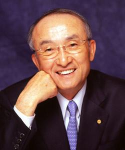 <strong>トヨタ自動車 渡辺捷昭社長</strong><br>1942年、三重県生まれ。64年慶應義塾大学経済学部卒業後、同年トヨタ自動車工業(現トヨタ自動車)入社。人事部、総務部、購買部などを経て、97年常務、99年専務、2001年副社長。05年6月より現職。