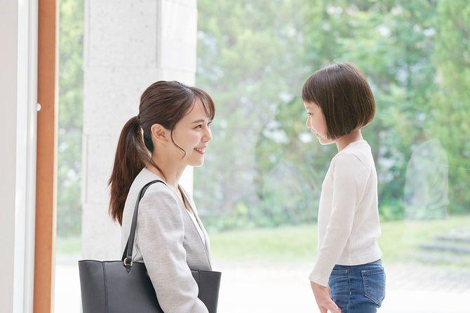 娘と話している母親