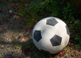 女の子がサッカーを始める年齢の上限は