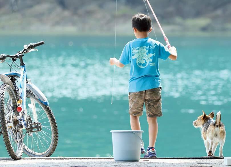 なぜ秋元康はいつもニコニコと笑えるのか 「夏休み」が脳を活性化させる