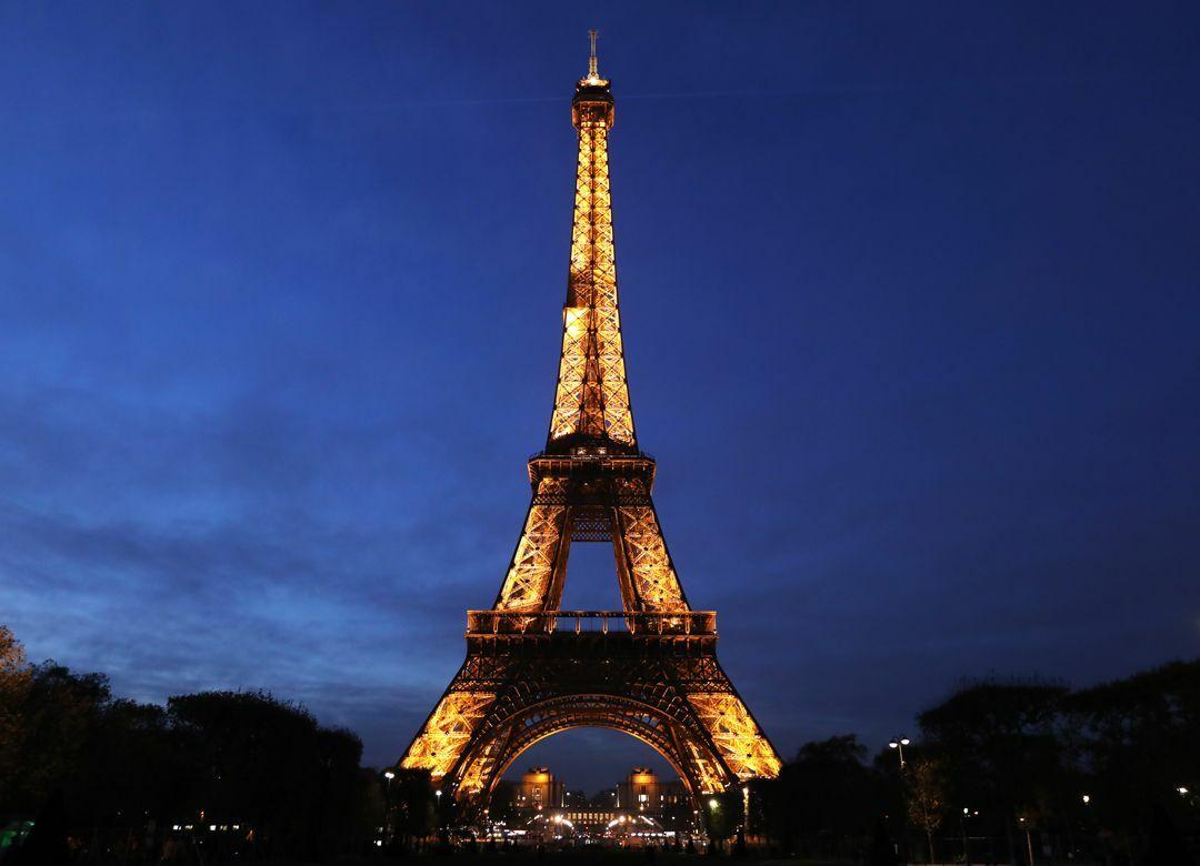 フランス人の「挨拶のキス」はセクハラか スキンシップが問題視されない理由