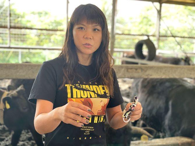 ゆいまーる牧場の金城美由紀さん。金城家の4姉妹の長女。石垣市内の高校の畜産科を出て、東京の大学で畜産を学び、23歳から牧場を取り仕切る=2月15日、石垣市・ゆいまーる牧場