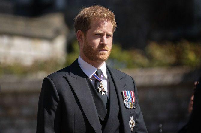 英バークシャー州のウィンザー城で行われたエディンバラ公の葬儀の際、行列を歩くハリー王子