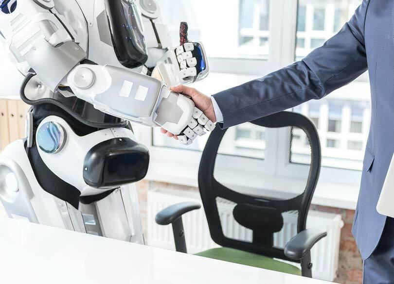 「ロボットアドバイザー」は信用できるか 手数料が安いことはメリットだが…