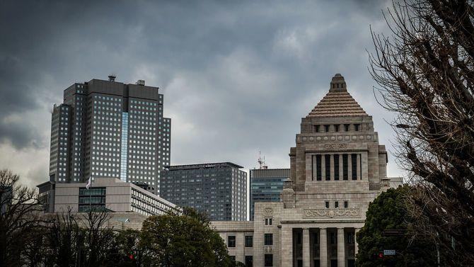 曇り空と国会議事堂