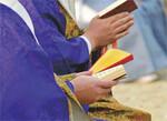 お布施は、僧侶の読経への対価ではない。(PANA=写真)