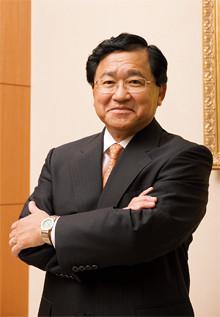 <strong>三菱ケミカルホールディングス社長 小林喜光</strong>●1971年、東京大学大学院相関理化学修士課程修了後ヘブライ大学物理化学科、ピサ大学化学科留学。74年、三菱化成工業(現三菱化学)入社。2003年三菱化学執行役員、06年三菱ケミカルホールディングス取締役、07年社長。