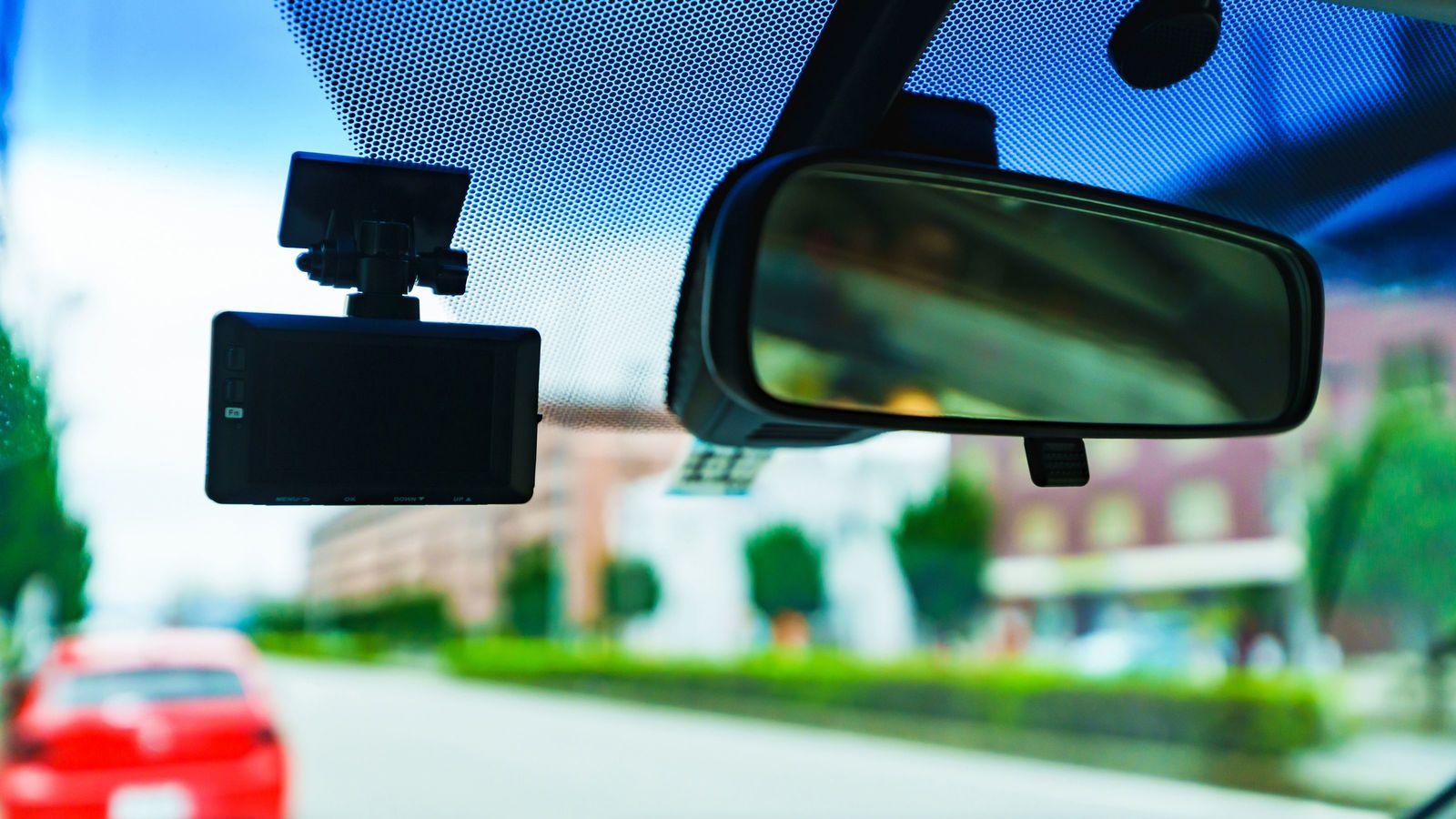 ドラレコ普及率の低さと車内不倫・密会の関係 「あおり運転対策」は後方録画が◎