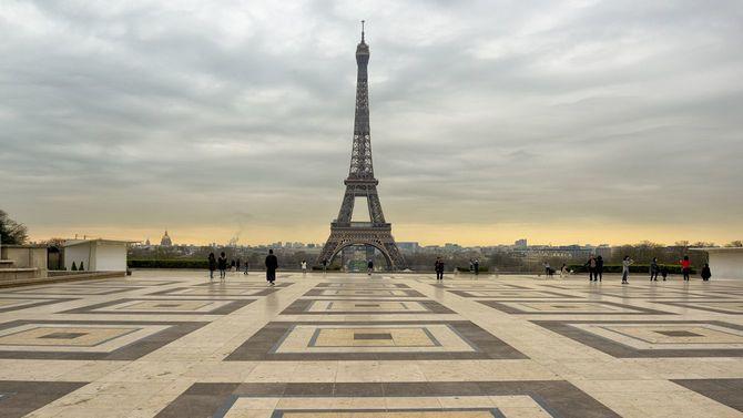 2020年3月17日のパリ・エッフェル塔