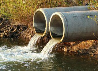 管にこびりつく油脂の塊で下水逆流の恐怖