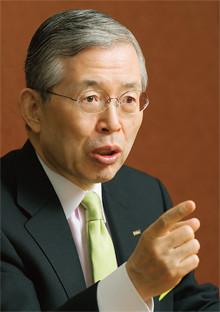 <strong>永守重信●日本電産社長</strong><br>1944年、京都府生まれ。67年職業訓練大学校電気科卒業。73年日本電産を設立。88年大証2部に上場、98年東証1部上場、2001年ニューヨーク証券取引所に上場。同社を一代で精密モーター大手に育て上げた。これまでに27件のM&A(合併・買収)を行い、そのすべてで黒字化を達成。企業再建の手腕にも注目が集まっている。