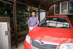 岡嶋さんの愛車はカローラ。見栄で外車を乗り回すことは決してしない。「車の本質は走ること」だからと。