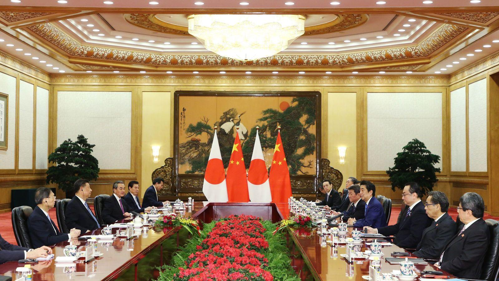 """""""強権な王""""習主席を国賓で招く安倍首相の思惑 「自由で開かれた香港」を守れるのか"""