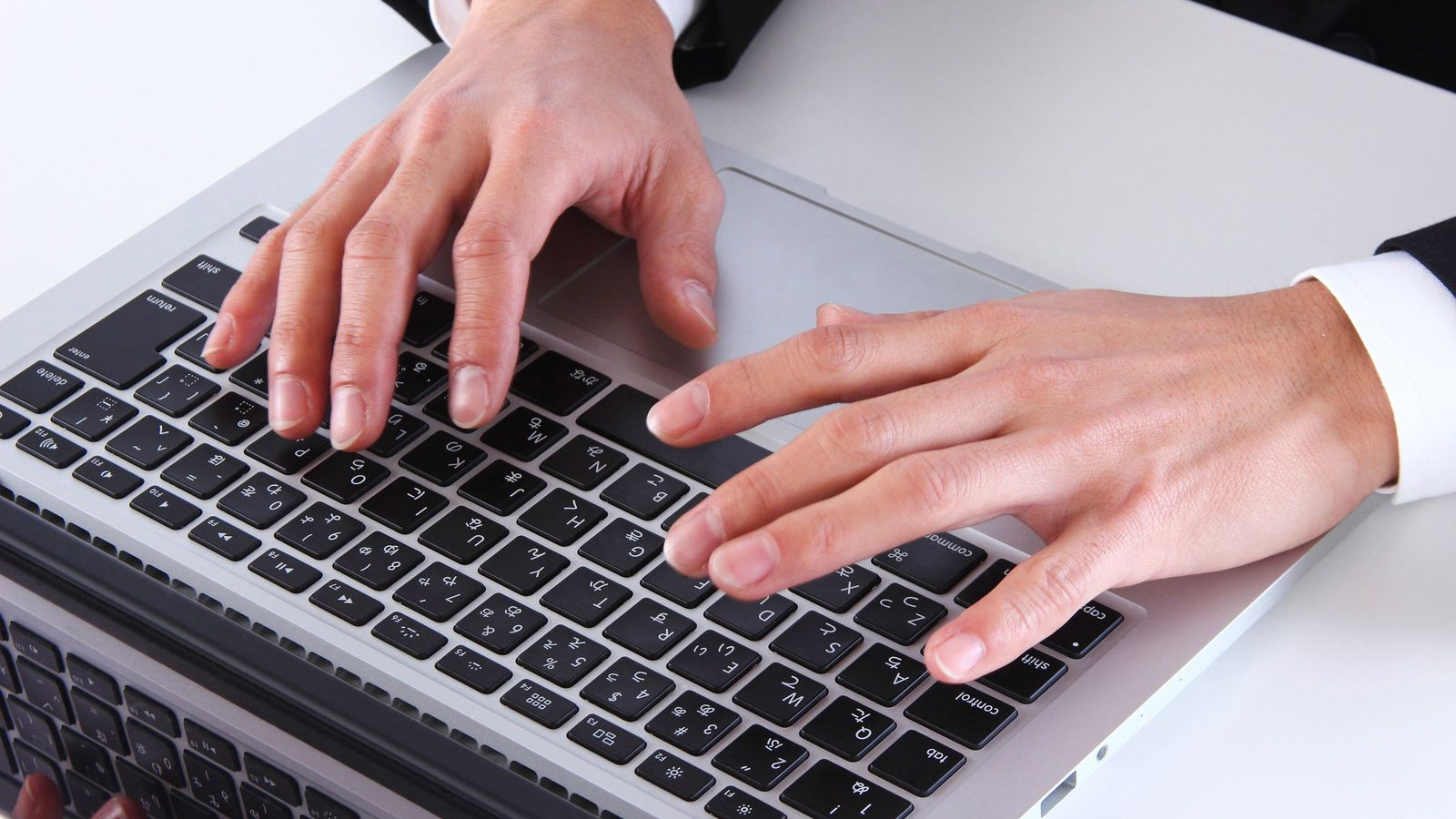 仲良しでも堅いメール文の人が信頼できるワケ ビジネスメールは絶対に崩さない