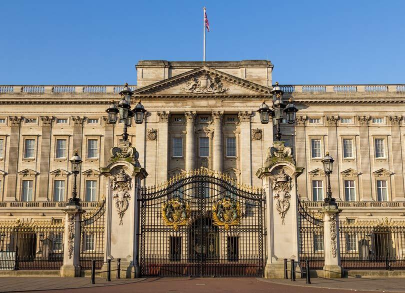 エリザベス女王が携帯電話を禁止した理由 女王が電話に出たら権威が台無し