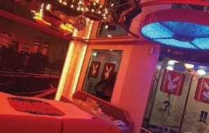 奈良県にある昭和レトロラブホテル「五條アイネ231号室」(筆者撮影)。