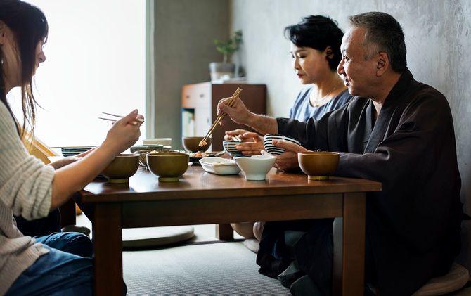 日本の家族の幸福との会食