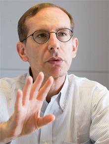 <strong>エコノミスト ロバート・フェルドマン</strong>●1953年、米国生まれ。マサチューセッツ工科大学で経済学博士号を取得。国際通貨基金、ソロモン・ブラザーズを経て、98年モルガン・スタンレー証券入社。現在、モルガン・スタンレーMUFG証券経済調査部長。