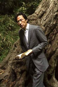 <strong>姜尚中</strong>●1950年、熊本市生まれ。熊本県立済々黌高等学校卒。早稲田大学大学院政治学研究科博士課程修了。国際基督教大学准教授を経て、現在は、東京大学大学院情報学環教授。専攻は政治学と政治思想史。悩みを手放さず、真の強さをつかむ生き方を提唱した『悩む力』(集英社新書)は、80万部を突破。『在日』『愛国の作法』など著書多数。