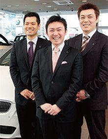 写真中央が国際興業・月寒営業所所長の上野剛嗣さん。2004年に東日本地区のトップセールスになった。写真右の宮下裕康さん、左の古谷峰士さんは、上野さんが頼もしく思う部下の代表だ。