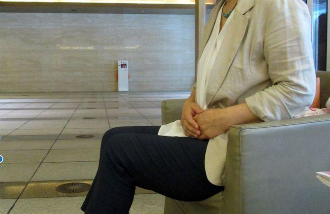 インタビューに応じるA子さん。