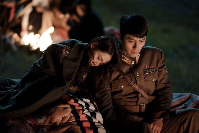 パラグライダー事故で北朝鮮に不時着した財閥の娘ユンと彼女を匿い愛してしまう北朝鮮の将校リ・ジョンヒョク。禁断の設定が話題のラブストーリー。